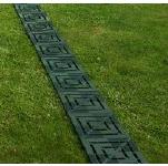 Пластиковая сборная дорожка между грядками на огороде