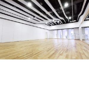 Танцы в облаках: белоснежные перегородки NAYADA для танцевальной студии