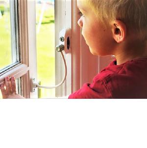 Детские замки на окнах призваны спасти детей от выпадения из окон