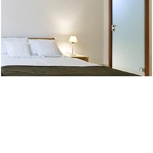 Комплект двери с золотой фурнитурой всего за 8500 руб.