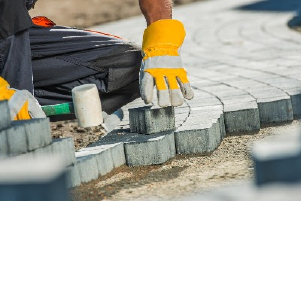 Укладка тротуарной брусчатки в частном доме с подготовкой основания